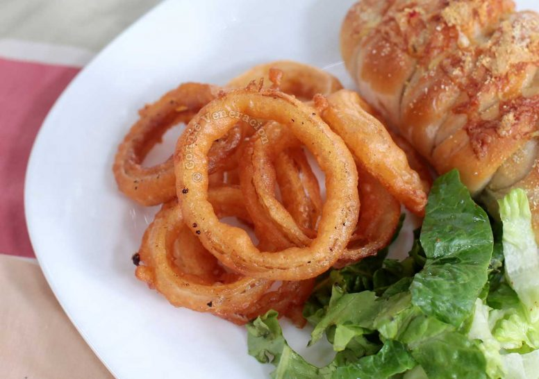 Beer-battered spicy onion rings