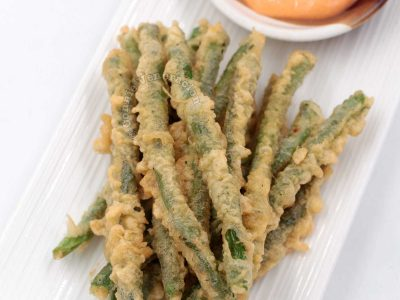 Tempura-style Crispy Green Beans with Spicy Mayo Dipping Sauce