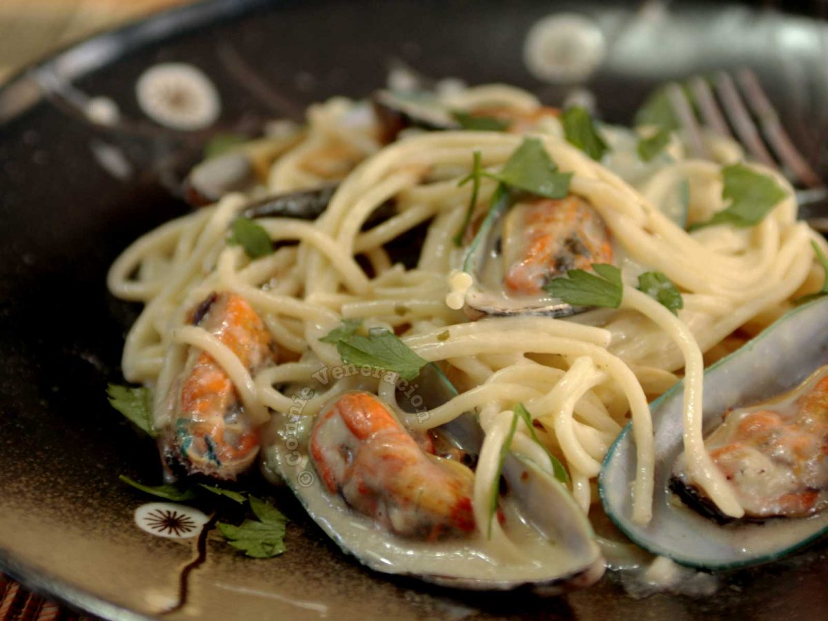 Cheesy Spaghetti with Fresh Mussels