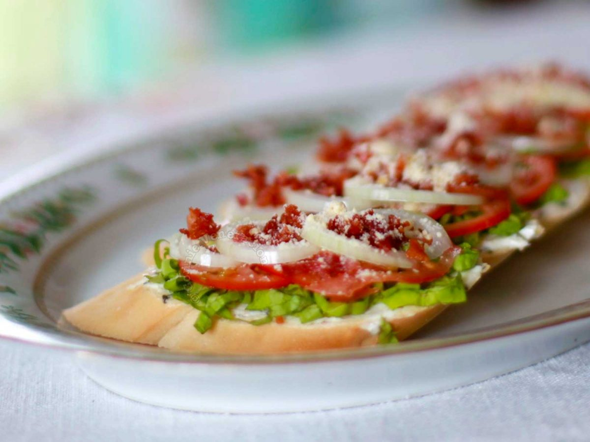 Bruschetta with bacon, lettuce and tomatoes