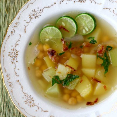 Chickpea Soup with Himalayan Black Salt Served with Lime Slices