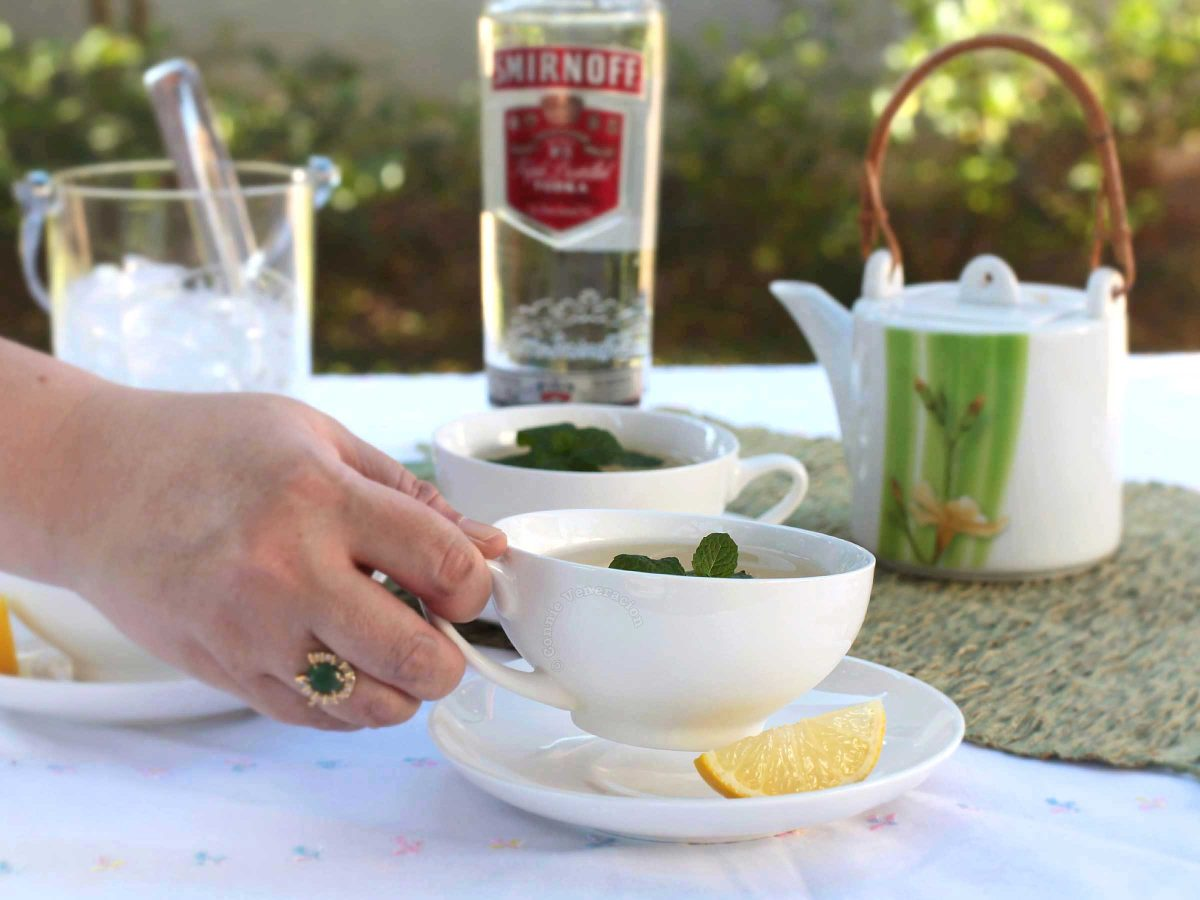 A tea cocktail drink, mo-tea-to is a refreshing fusion of mojito and lemon-mint tea.