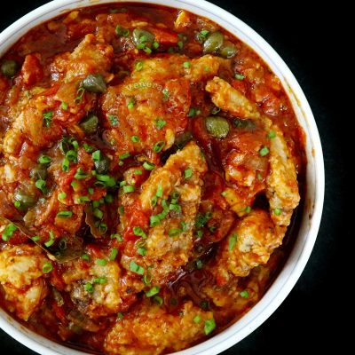 Chicken cacciatore in serving bowl