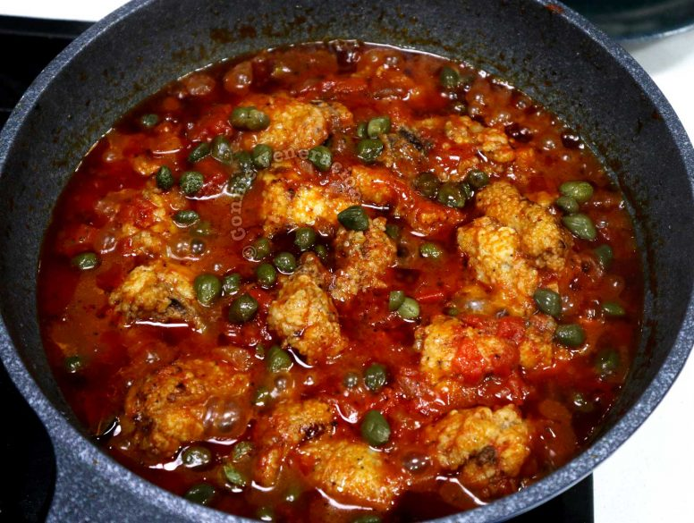 Adding capers to chicken in tomato sauce