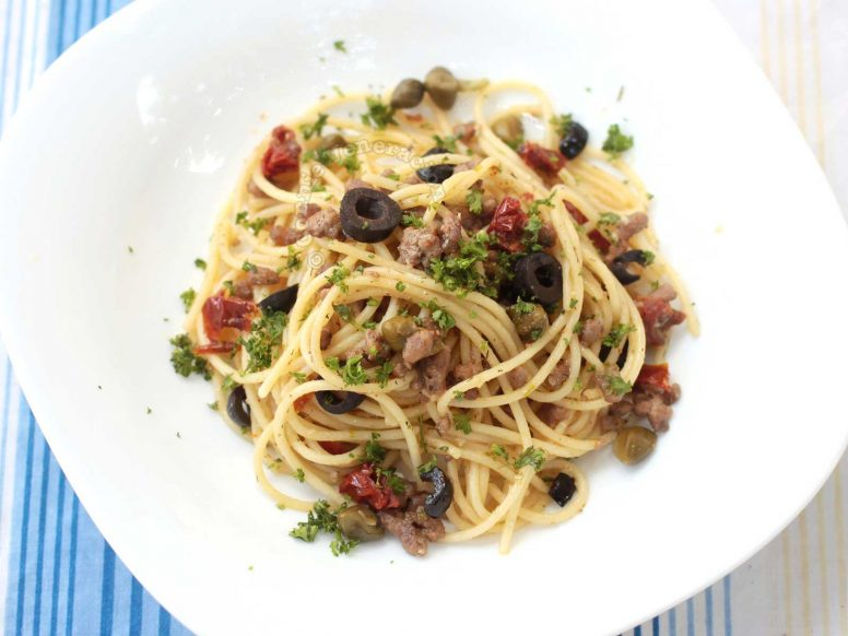 Spaghetti with ground lamb, olives and sundried tomatoes