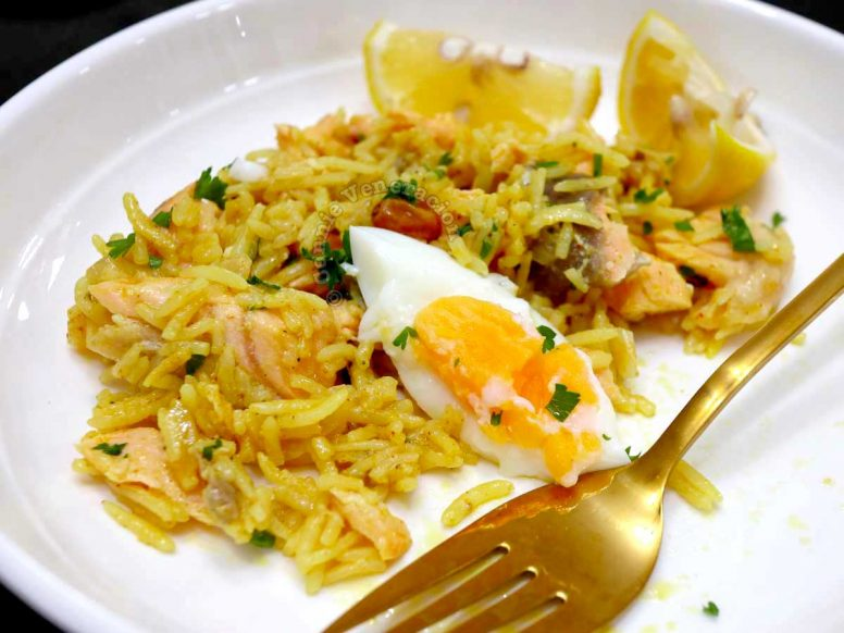 Kedgeree with lemon wedges and gold fork
