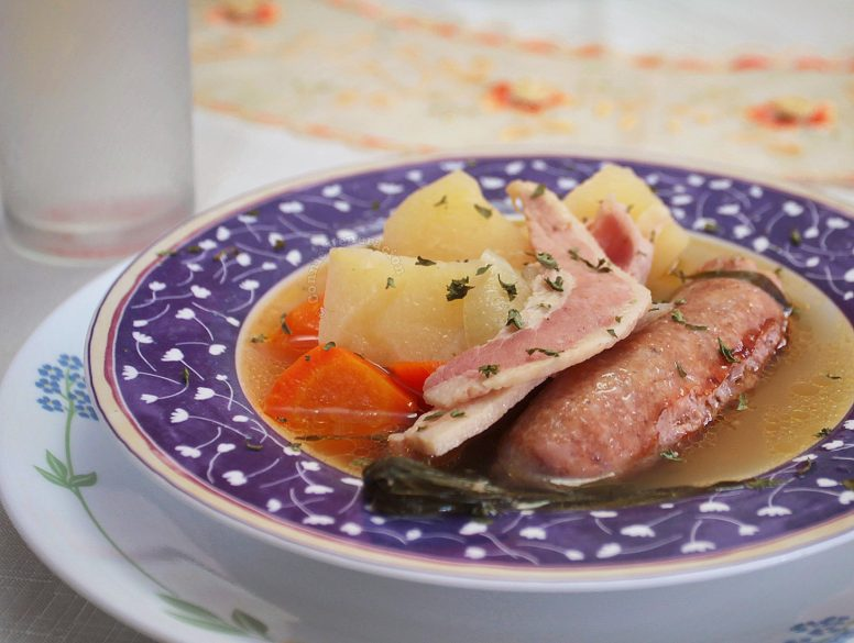Dublin coddle with potato, carrot and parsley
