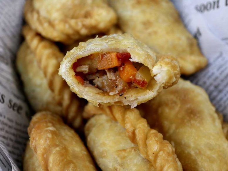 Chicken empanada with the filling exposed