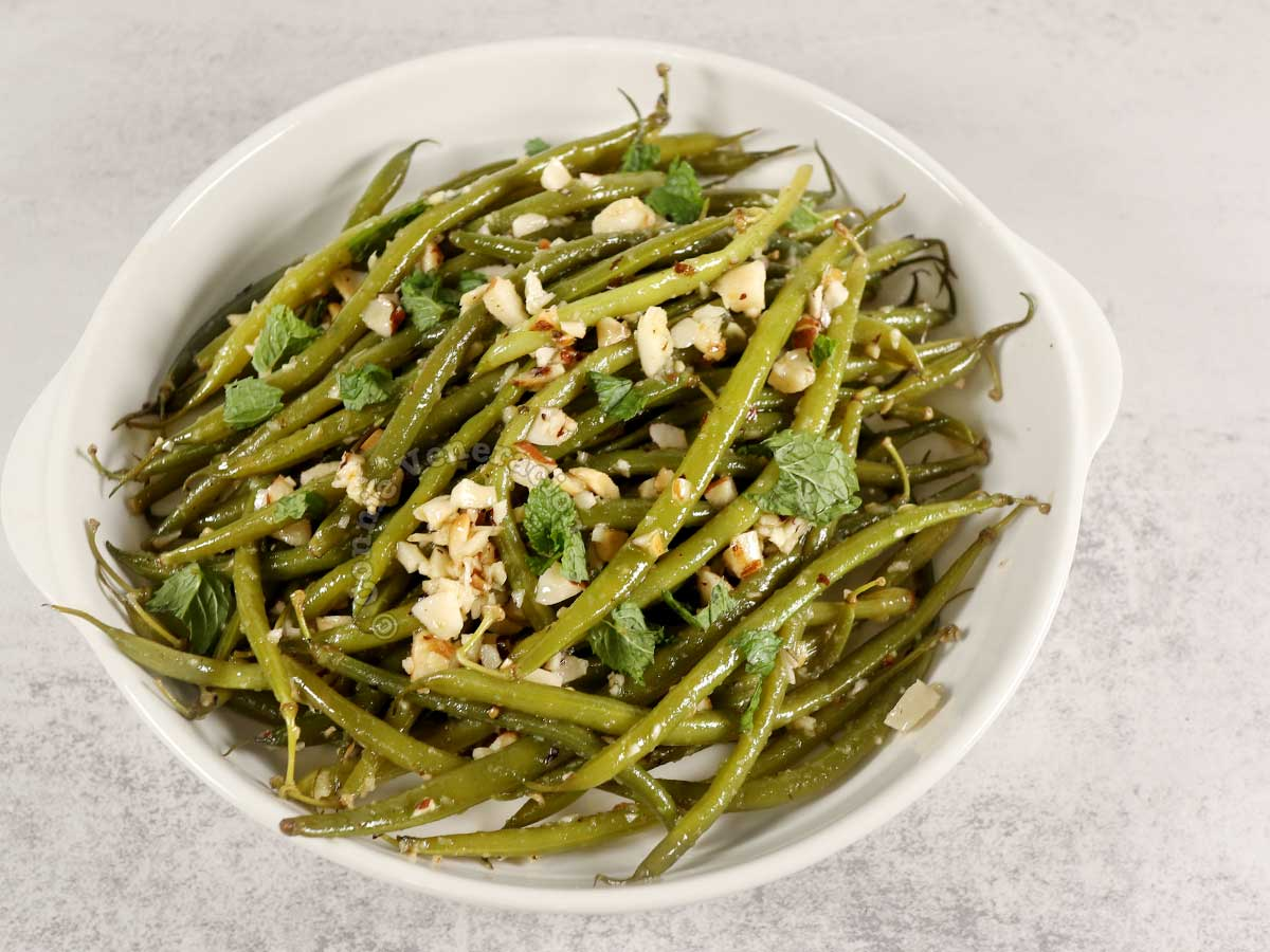 Haricot vert (French green bean) salad with Brazil nuts